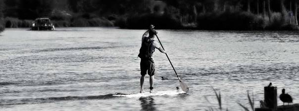Faire du stand up paddle
